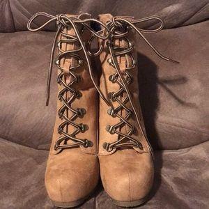 Platform timberland style high heeled boots